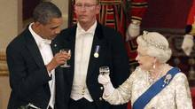 Queen Elizabeth and U.S. President Barack Obama (L) toast during a State Banquet in Buckingham Palace in London May 24, 2011. (POOL/REUTERS)