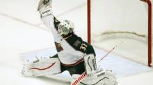 Minnesota Wild's Josh Harding makes a save against the Chicago Blackhawks during the second period of Game 1 their NHL Western Conference Quarterfinals game in Chicago, Illinois, April 30, 2013. (JIM YOUNG/REUTERS)