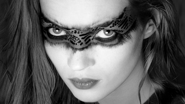 Kate Moss (Albert Watson/Courtesy of Izzy Gallery)