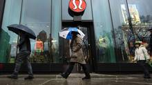 Lululemon watchers say the company is gaining momentum as its iconic black yoga pants return to store shelves. (LUCAS JACKSON/REUTERS)