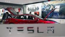 A man looks around Tesla Motors' Model S P85 at its showroom in Beijing in this January 29, 2014 file photo. (KIM KYUNG-HOON/REUTERS)