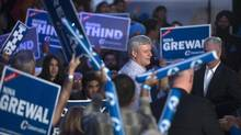 Conservative leader Stephen Harper addresses a crowd during a campaign event in Surrey, B.C. Thursday, Oct. 8, 2015. (JONATHAN HAYWARD/THE CANADIAN PRESS)