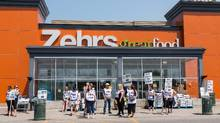 Strikers picket outside of the Zehrs in Tecumseh, near Windsor, Ont., on Thursday, July 2, 2015. (Gene Schilling/THE CANADIAN PRESS)