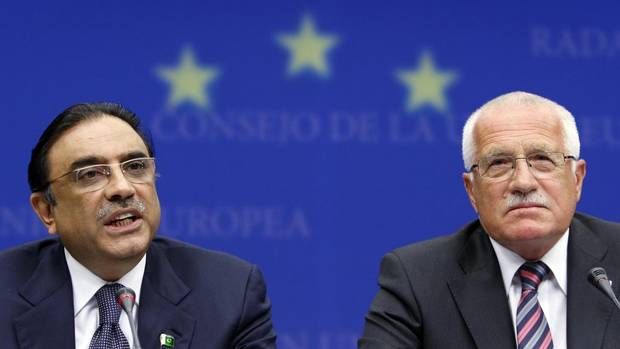 Pakistani President Asif Ali Zardari addresses a news conference at the European Union Council in Brussels, June 17, 2009.