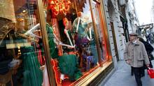 Shoppers pass a window display at the high-end store along 5th Avenue in New York. (MIKE SEGAR/REUTERS)