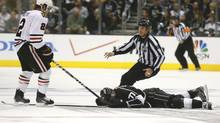 Linesman Brad Kovachik moves in to restrain Chicago Blackhawks' Duncan Keith after he hit Los Angeles Kings' Jeff Carter in the face with his stick during the second period of Game 3 of the NHL Western Conference final hockey playoff in Los Angeles, California, June 4, 2013. (LUCY NICHOLSON/REUTERS)