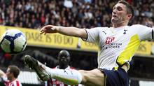 Tottenham Hotspur's Robbie Keane stretches out for a through ball against Stoke City during their match in the Premier League football match at White Hart Lane in London, on October 24, 2009. AFP PHOTO/Chris Ratcliffe (CHRIS RATCLIFFE)