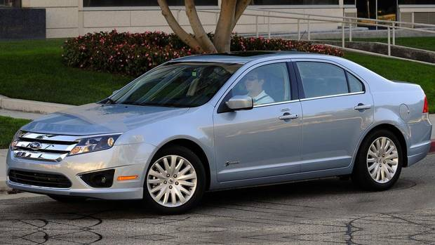 2010 ford fusion hybrid goes the distance the globe and mail. Black Bedroom Furniture Sets. Home Design Ideas
