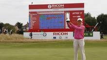 Catriona Matthew poses with the trophy in front of the leaderboard at the 2009 Women's British Open (PETER MORRISON)