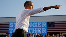 U.S. President Barack Obama speaks at a campaign event for Hillary Clinton at the University of North Carolina at Chapel Hill on Nov. 2, 2016. (JONATHAN ERNST/REUTERS)