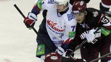 Evgeny Malkin (L) of Metallurg Magnitogorsk and Jekabs Redlihs of Dinamo Riga look on during their Kontinental Hockey League (KHL) match in Riga October 22, 2012. (INTS KALNINS/REUTERS)