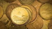 """A Canadian dollar coin, commonly known as the """"Loonie"""", is pictured in this illustration picture taken in Toronto January 23, 2015. (© Mark Blinch / Reuters)"""