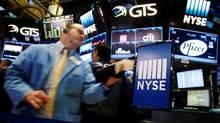 Traders work on the floor of the New York Stock Exchange, September 22, 2016. (BRENDAN MCDERMID/REUTERS)