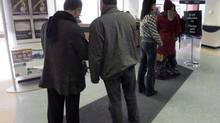 People line up at the Resource Canada offices in Montreal on April 9, 2009. (Ryan Remiorz/THE CANADIAN PRESS)