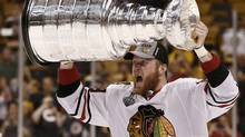 Chicago Blackhawks' Bryan Bickell, who scored the game-tying goal, celebrates with the Stanley Cup after the Blackhawks defeated the Boston Bruins in Game 6 of their NHL Stanley Cup Finals hockey series in Boston, Massachusetts, June 24, 2013. (WINSLOW TOWNSON/REUTERS)