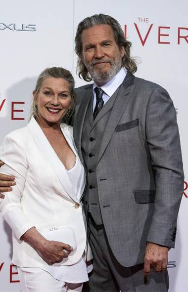 Let's launch our weekly putdown cavalcade with a shot of Jeff Bridges and wife Susan Geston at this week's premiere of The Giver in New York. Good to see The Dude still abides (ERIC THAYER/REUTERS)