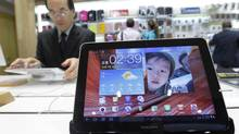 A man uses Samsung Electronics' tablet Galaxy Tab 10.1 displayed for customers at the company's headquarters in Seoul in this October 7, 2011 file photo. (JO YONG-HAK/REUTERS)