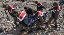 Turkish paramilitary police officers carry the dead body of a migrant from the beach near the Aegean town of Ayvacik, Canakkale, Turkey, Saturday, Jan. 30, 2016. A boat carrying migrants to Greece hit rocks off the Turkish coast on Saturday and capsized, killing at least 33 people, including five children, officials and news reports said. Some 75 other migrants were rescued. A Turkish government official said he expects the death toll from the incident to rise as rescue workers try to reach other migrants believed trapped inside the wreckage of the boat which sank shortly after departing from the Aegean resort of Ayvacik. (AP photo)