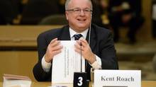 University of Toronto law professor Kent Roach is one of two lawyers who co-authored a report cautioning against Bill C-51. (Sean Kilpatrick/The Canadian Press)