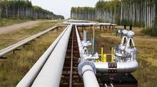 Pipelines run at the McKay River Suncor oil sands in-situ operations near Fort McMurray, Alta., in this file photo. (© Todd Korol / Reuters)