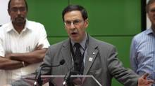 International AIDS conference co-chair Dr. Mark Wainberg, an AIDS expert from McGill University in Montreal, addresses an event raising awareness about the disease at the conference in Toronto, on Aug.13, 2006. (Sturat Nimmo/THE CANADIAN PRESS)