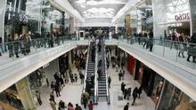 Shoppers explore the Westfield shopping centre in west London on October 30, 2008. (LUKE MACGREGOR/REUTERS)