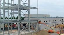 Construction of Orbite Aluminae's Cap-Chat plant in Gaspésie. (Orbite)