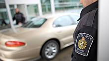Canadian border agents at work on the Canadian border at the Peace Arch Crossing on December 7th, 2011. (Simon Hayter/ The Globe and Mail)