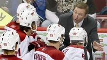 Phoenix Coyotes head coach Wayne Gretzky talks to his players. (ANDY CLARK)
