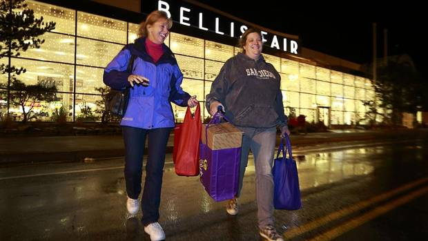 Bellis Fair mall has several seasonal tenants that start around Thanksgiving and finish up around Christmas. Here is the list of this year's vendors: Bayside Treasures, Bethlehem Crafts, Costco, Go!