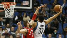 Minnesota Timberwolves centre Karl-Anthony Towns (32) stretches out to shoot the ball against Toronto Raptors centre Jonas Valanciunas (17) in the second half of an NBA basketball game Wednesday, Feb. 10, 2016, in Minneapolis. The Wolves won 117-112. (Stacy Bengs/AP)
