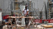 Work being done on a condominium construction site in Toronto. (Deborah Baic/Deborah Baic/The Globe and Mail)
