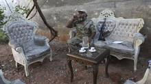 Syrian rebel sources say Western powers, including the U.S., U.K. and France told them at a meeting in Istanbul an attack could come within days. (MUZAFFAR SALMAN/REUTERS)