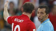 England's Wayne Rooney (L) complains to referee Jorge Larrionda about a goal during the 2010 World Cup second round soccer match against Germany at Free State stadium in Bloemfontein June 27, 2010. REUTERS/Eddie Keogh (EDDIE KEOGH)