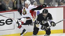 Ottawa Senators' Chris Neil (L) attempts to check Pittsburgh Penguins' Sidney Crosby during the first period of Game 1 of their NHL Eastern Conference semi-final hockey game in Pittsburgh, Pennsylvania May 14, 2013. (Jason Cohn/REUTERS)