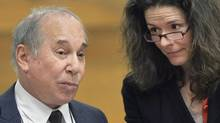 Singer Paul Simon, left, and his wife Edie Brickell appear at a hearing in Norwalk Superior Court on Monday April 28, 2014, in Norwalk, Conn. (Alex von Kleydorff/THE CANADIAN PRESS)