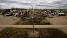 Charred vehicles and homes are pictured in the Beacon Hill neighbourhood of Fort McMurray, Alta., on May 9, 2016. (CHRIS WATTIE/REUTERS)
