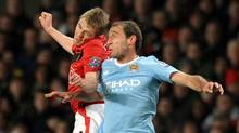 Manchester United midfielder Darren Fletcher, left, vies with Manchester City defender Pablo Zabaleta during the English Carling Cup semi-final second leg football match at Old Trafford between Manchester United and Manchester City in Manchester, north-west England on January 27, 2010. (PAUL ELLIS)