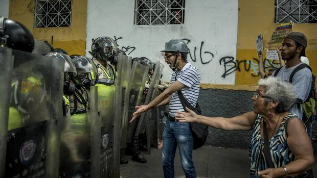 Venezuela crisis enters pivotal week as Maduro foes continue protests - The Globe and Mail