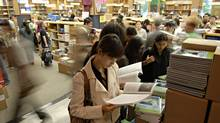 University of Toronto students fill the campus bookstore in this 2006 photograph. (Philip Cheung/Philip Cheung/The Globe and Mail)
