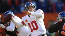 CLEVELAND, OH - NOVEMBER 27: Eli Manning #10 of the New York Giants drops back to pass during the second quarter against the Cleveland Browns at FirstEnergy Stadium on November 27, 2016 in Cleveland, Ohio. (Jason Miller/Getty Images)