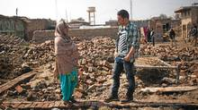 George Stroumboulopoulos interviews local woman, Rukhsana, amongst the rubble of homes destroyed by the 2010 floods, on 21 February, 2011, in Umid Ali Junejo, Pakistan. (Warrick Page for CBC/Warrick Page for CBC)