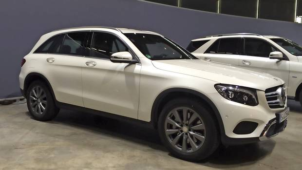 Benz luxury hybrid mini suv coming to canada the globe for Mercedes benz 350e