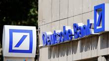 A logo of a branch of Germany's Deutsche Bank is seen in Cologne, Germany, July 18, 2016. (© Wolfgang Rattay / Reuters)