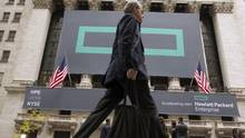 Signs for Hewlett Packard Enterprise Co. cover the facade of the New York Stock Exchange Nov. 2, 2015. (© / Reuters)
