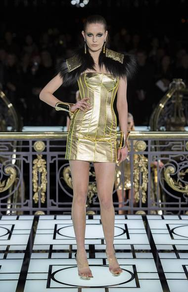 Dior versace and valli command the runways at paris for Define couture