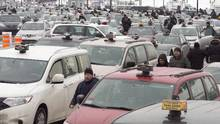 Taxi drivers take part in an anti-Uber protest at Trudeau Airport in Montreal on Feb. 10, 2016. (Ryan Remiorz/THE CANADIAN PRESS)
