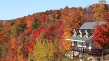 Villa in autumn, Mont Tremblant, Quebec, Canada (iStockphoto)