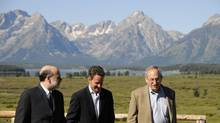 Federal Reserve Chairman Ben Bernanke, and former New York Federal Reserve President Tim Geithner (now Treasury Secretary) take a walk for a photo opportunity during the Annual Economic Symposium in Jackson Hole, Wyoming, August 22, 2008. (Bradly J. Boner/REUTERS)