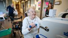 Kinesiologist Tessa Philip, right looks in on Ilene Mulholland, left, during her work ou at the North Hamilton Community Health Centre, in Hamilton on Friday, February 12, 2016.